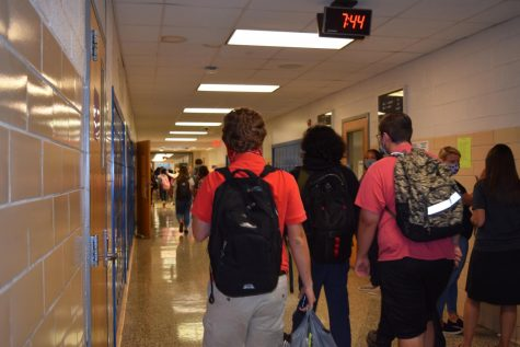 A busy SDHS hallway on the morning of Friday, Sept. 24.
